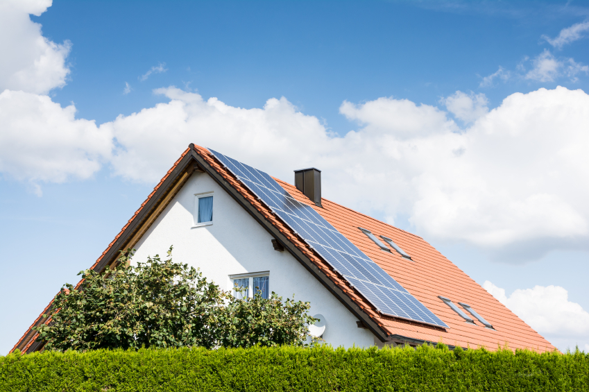 A Guide to Solar Costs: Should I Lease or Buy?