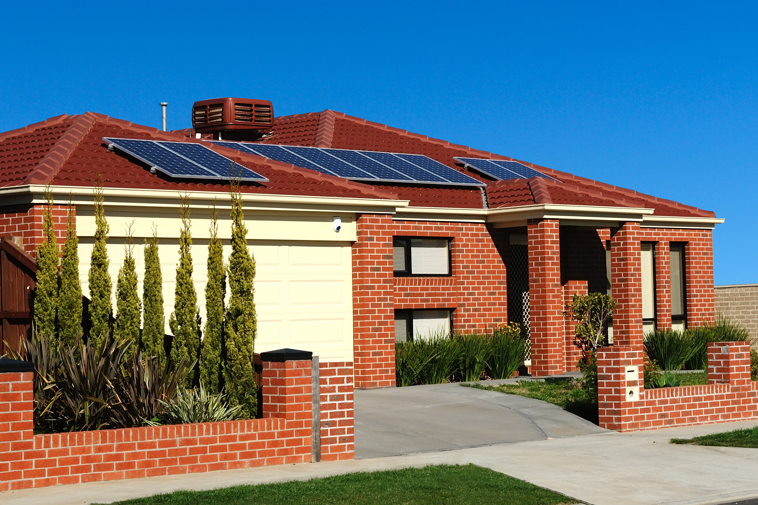 Grid-Tied, Off-Grid, or Hybrid: Which Solar System Is for You?
